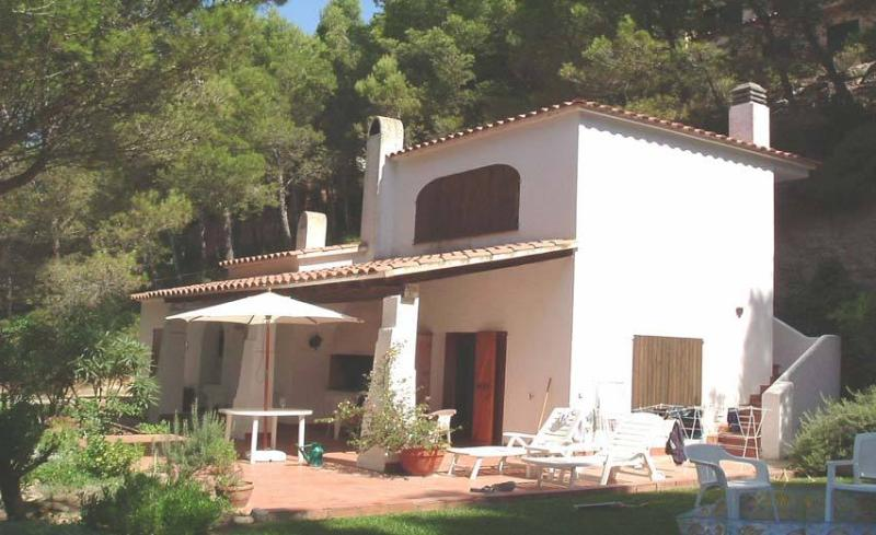 Family villa in own garden, quiet location, short walk to sandy beach & shops, location de vacances à Pals