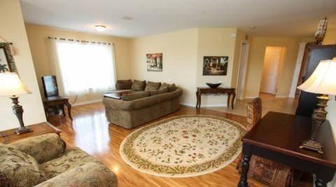 5048SL-208. Large 3 Bedroom 2 Bath Corner Condo With Lake View, vacation rental in Orlando