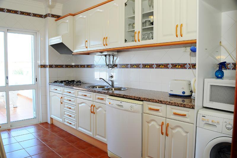 Kitchen with granite worktops, washing machine and dishwasher
