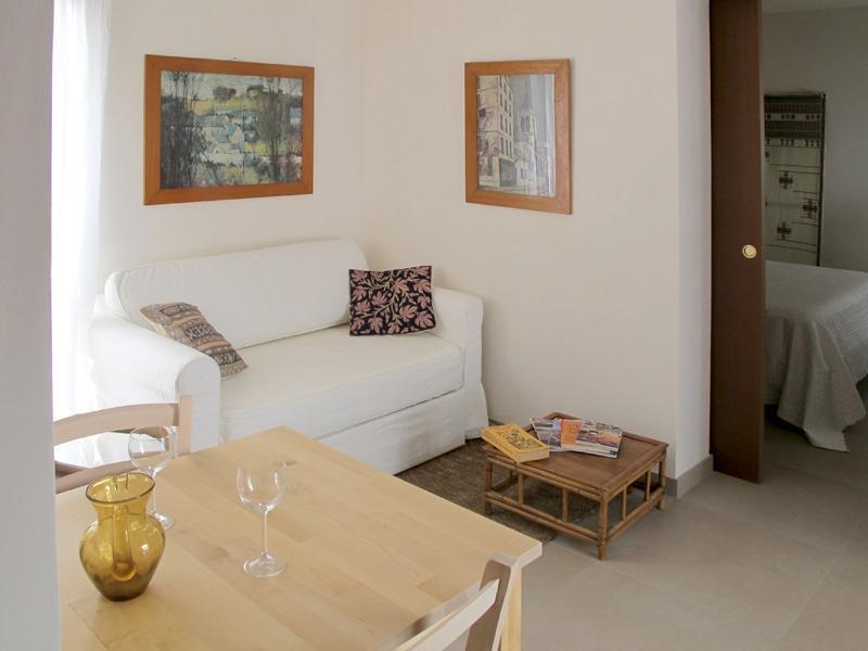Sofá confortável e sala de jantar conjunto