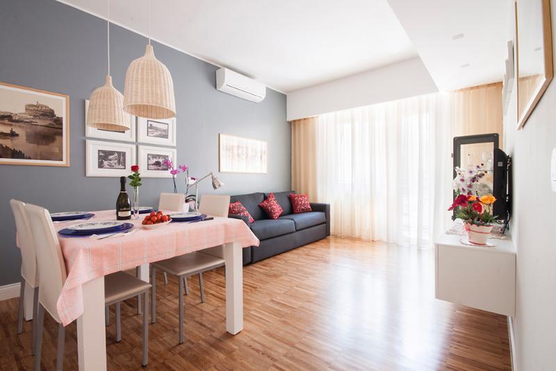 2. RomaINCANTATA apartment. Our sunny living room