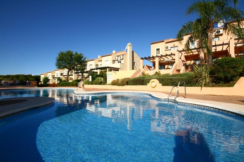 333  - 3 bed townhouse, Los Jarales de Calahonda, holiday rental in Sitio de Calahonda