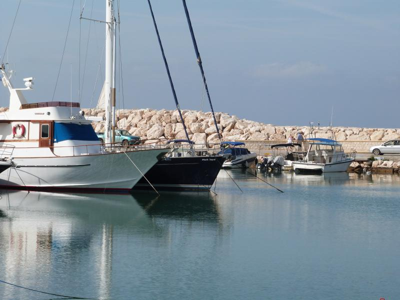 15 minute drive to Latchi marina.