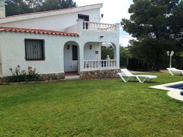 AMP142, Chalet 4/6 pers CON PISCINA PRIVADA, holiday rental in Terres de l'Ebre