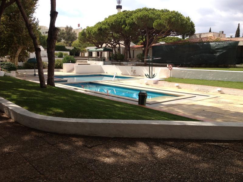 Villa in aldeia das Acoteias facing pools