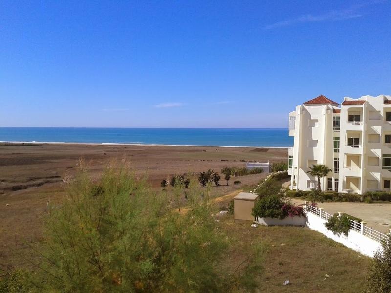 Vistas desde el piso. Entre la urbanización y la playa solo hay un placido paseo