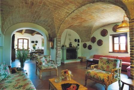 Lilium farmhouse livingroom