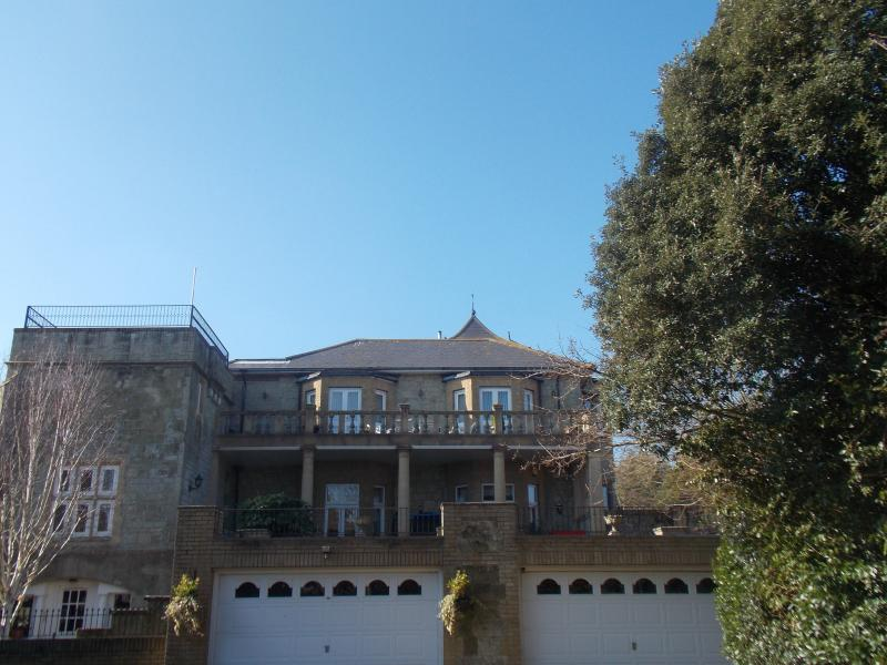 THE PENTHOUSE, holiday rental in Bonchurch