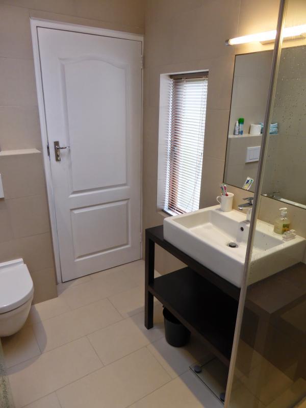 En-suite bathroom bedroom 1
