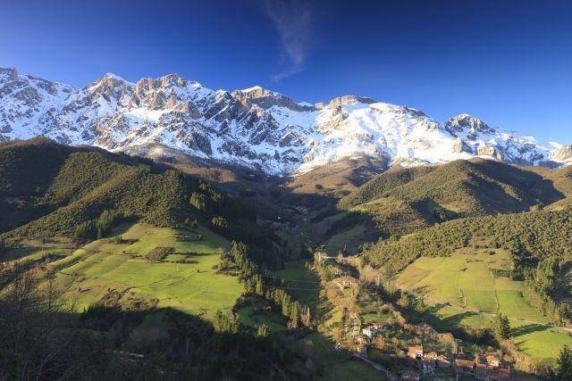 Casa Rural La Yosa de Arguebanes en el Parque Nacional Picos de Europa (Liébana), aluguéis de temporada em Tudes