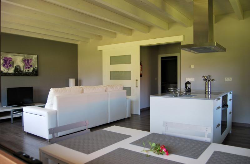 THE COOL HOUSES a 5 minutos a pie del centro de Llanes, holiday rental in Llanes