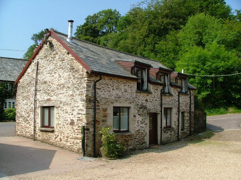 Bracken Cottage - Fully detached self catering cottage with ample parking