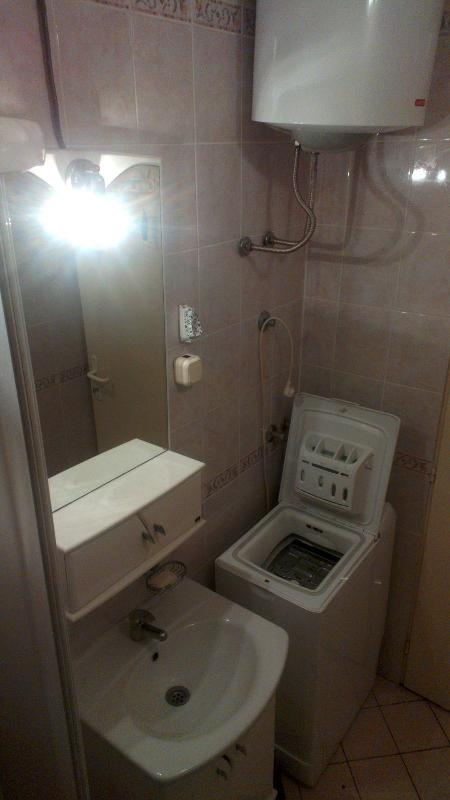 Bathrom with shower-opposit side