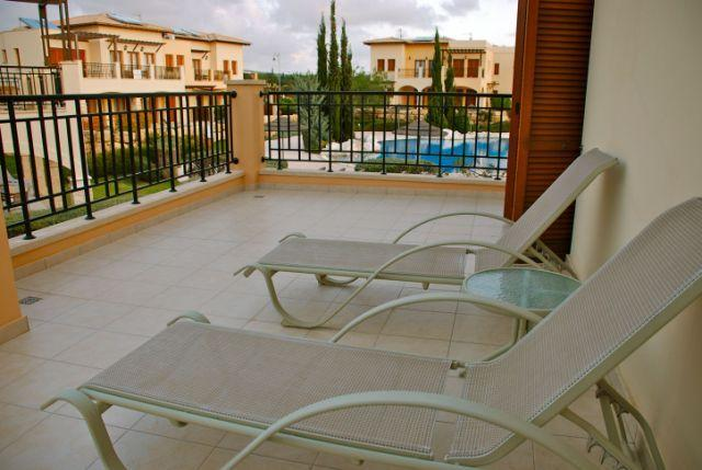 Side balcony with loungers
