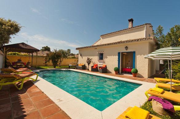 Villa Bart, Estepona, Costa del Sol, holiday rental in Urb. Villas de Costalita