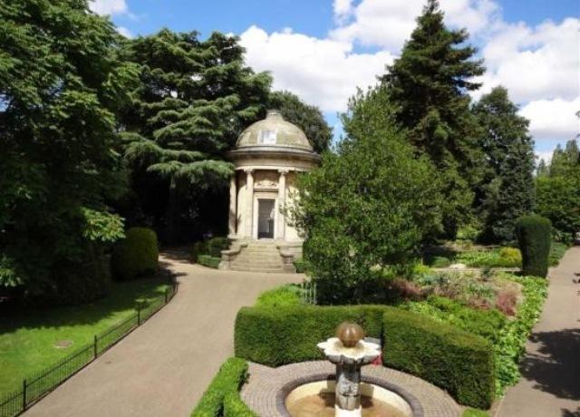 Explore the award winning Jephson Gardens only a short walk away