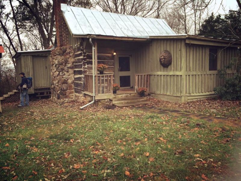 1860 an Authentic Log Cabin Experience, holiday rental in Natural Bridge Station