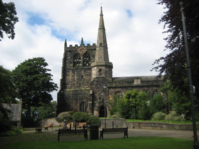 Ormskirk parroquia con torre y campanario