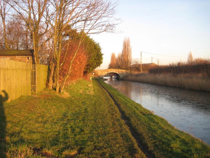 Leeds - Liverpool Canal en el puente de Gregsons, 5 minutos a pie desde las cabañas