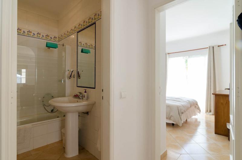 Badkamer en ingang naar Master slaapkamer