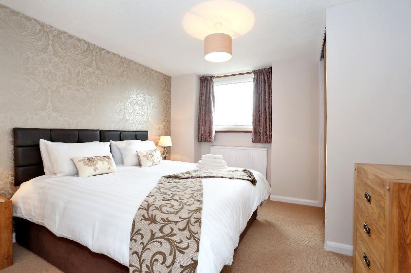 Retour chambre à coucher avec 2 simples ou un lit super king size.
