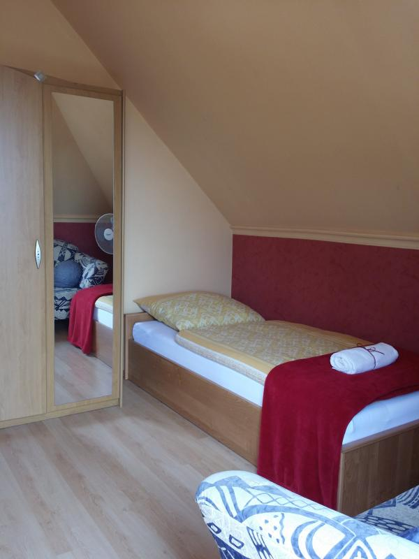 Bedroom 4.(with two single beds)