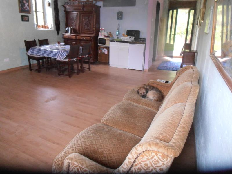 MONOLOCATE 1ST FLOOR APARTMENT IN OLD HAY ROOM SOFA KITCHENETTE DINING AND SLEEPING AREA ALL VIEWS