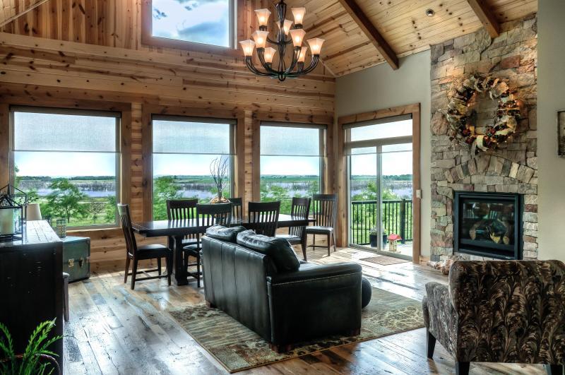 Lake Wanahoo luxury cabin!, holiday rental in Nebraska