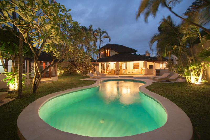 5 bedroom villa walking distance to the beach and shops, restaurants and bars and clubs