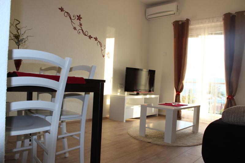 Apartments Mateljak, holiday rental in Bacina