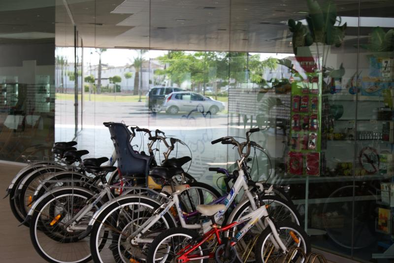 Shops and cycle hire available