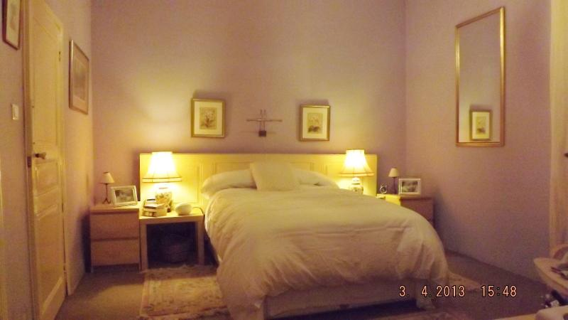 Lavender en suite bedroom, calm and relaxing.