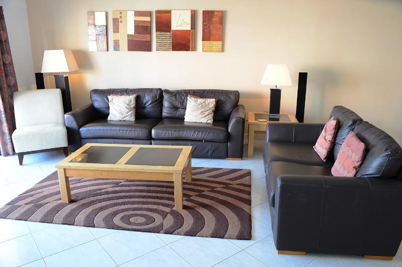 Luxury Algarve apartment, location de vacances à Armacao de Pera