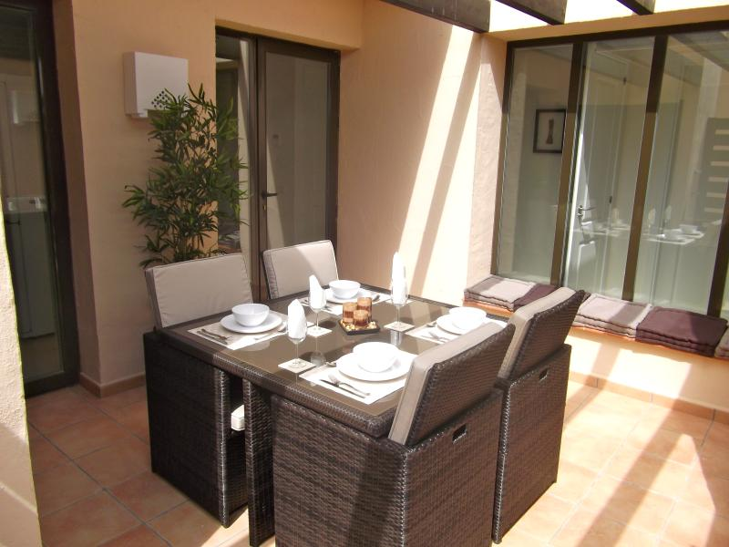 Courtyard dining to front of property