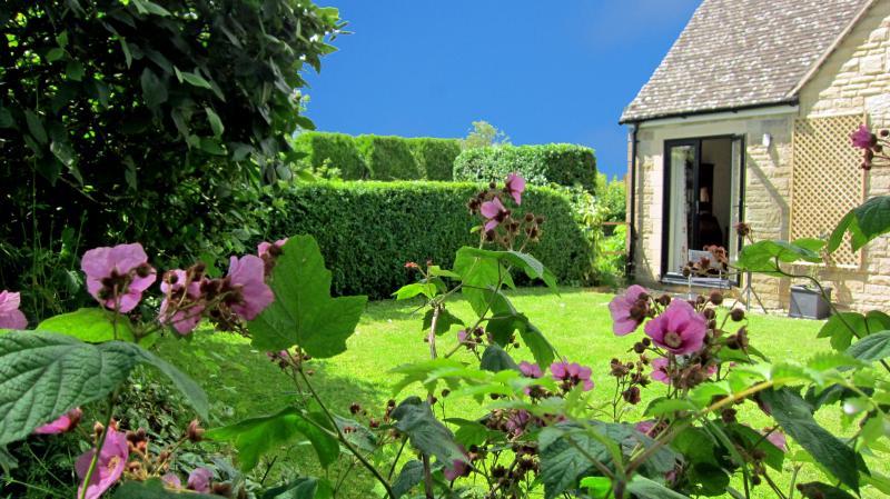 Pretty, private garden and separate entrance