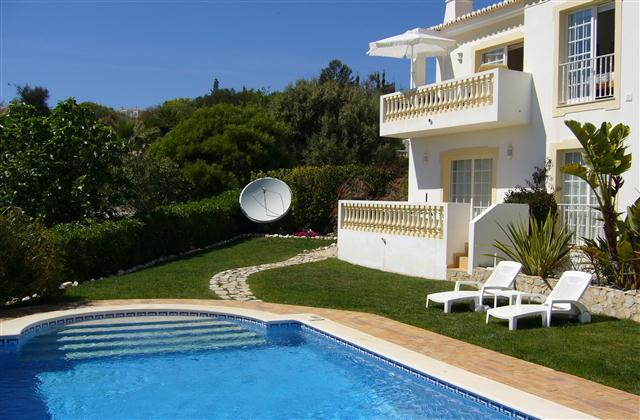 Ground floor apartment with easy eccess to garden and pool