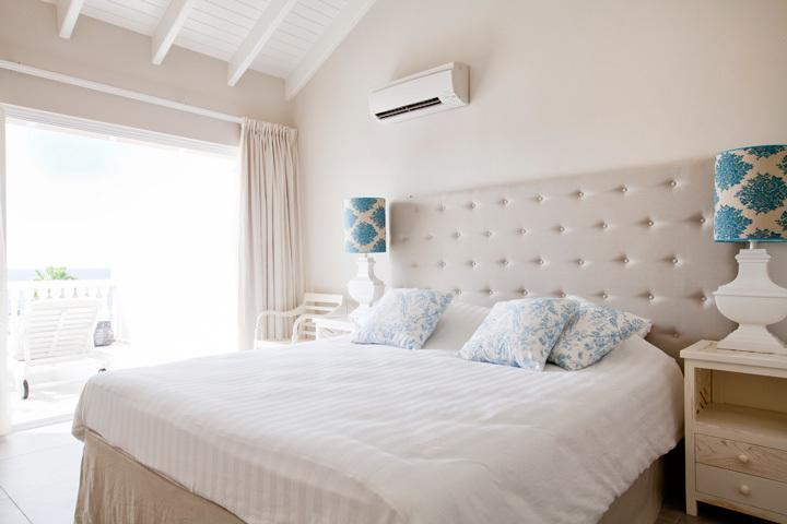Spacious Superiour Master Bedroom at 2nd floor with ensuite bathroom and sunroof with two sunbeds