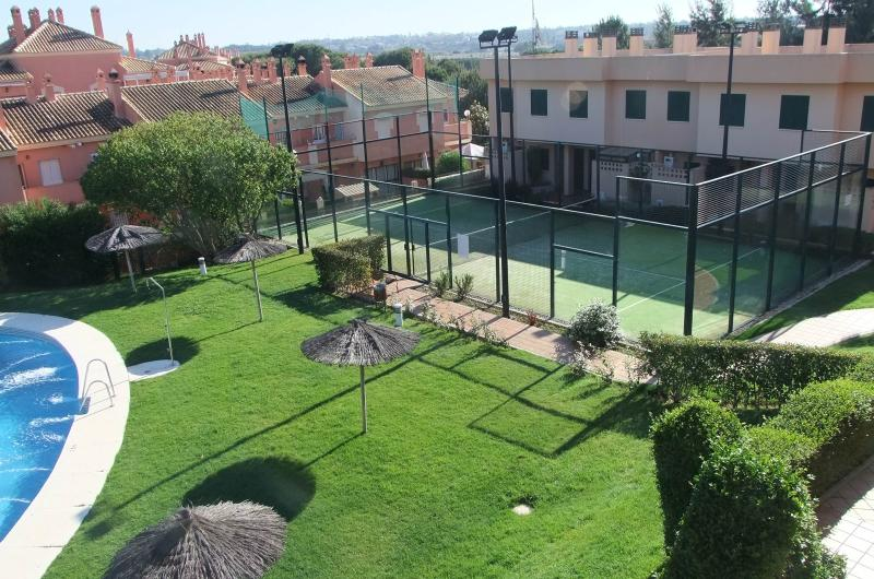 Gardens and padel tennis court