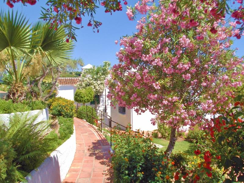 Beautiful Oasis de Capistrano is an idyllic, flower-filled, Mediterranean retreat.