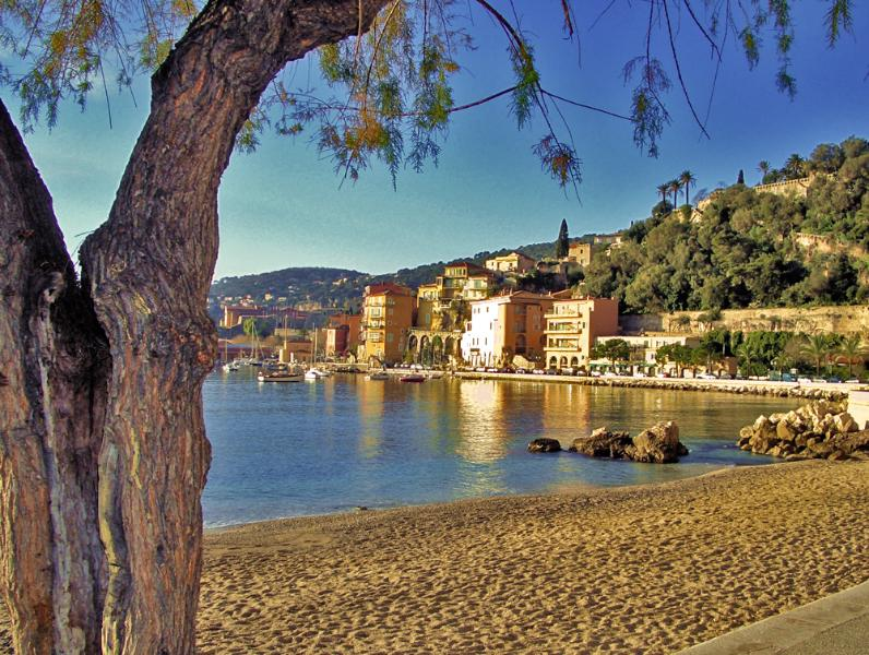 Luxury Seafront Penthouse/Loft Villefranche s/mer, holiday rental in Villefranche-sur-Mer