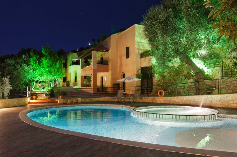 Agathes Traditional Houses, 5 km to a sandy beach, large priv. pool, near tavern, aluguéis de temporada em Georgioupolis
