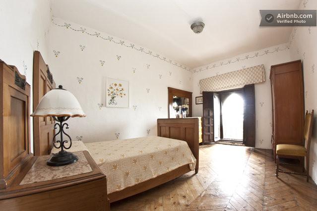 Sovrum 5 av theBorgia slott vid sjön Trasimeno på gränsen mellan Toscana och Umbrien