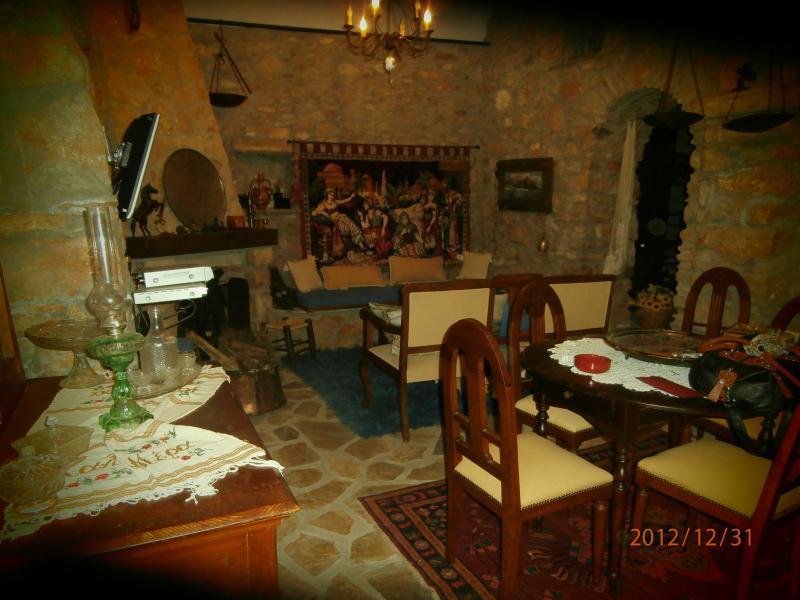 Traditional stone house, Chios, aluguéis de temporada em Vessa