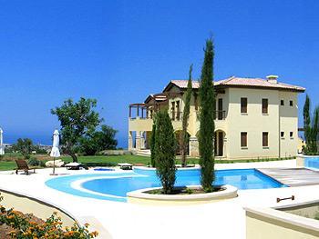 Aphrodite Hills Frontline Golf & Private Garden Apartment, vacation rental in Kouklia