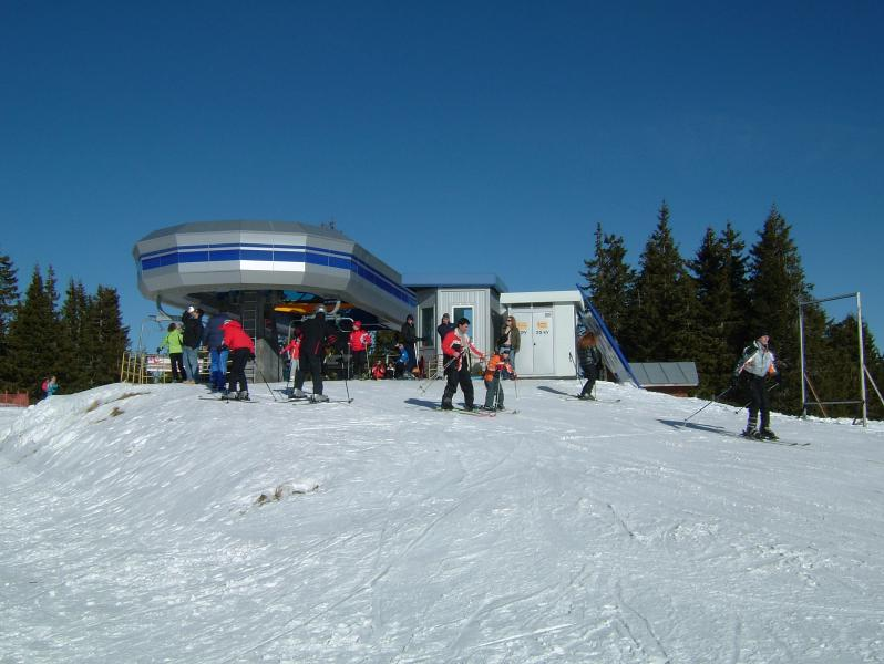 Skiing straight off the lift at the top of the Snejanka