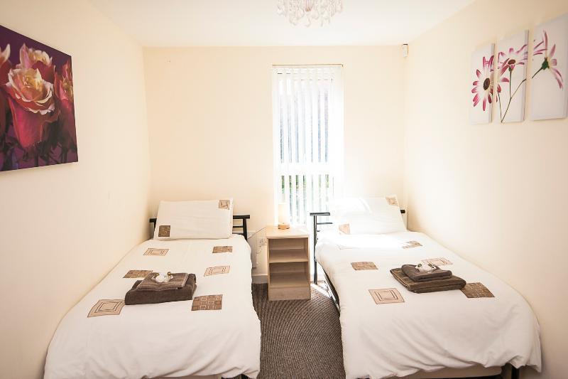 Zweites Schlafzimmer mit 2 Zusatzbetten hinzufügen