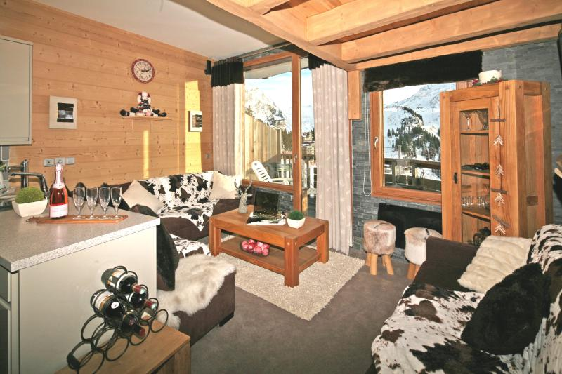 Avoriaz Chalets - Chalet des Ardoisieres - hot tub, vacation rental in Morzine