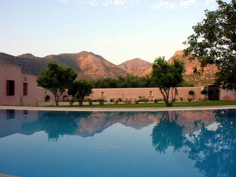 Luxurious villa with private private heated pool & spectacular views, holiday rental in Melidoni