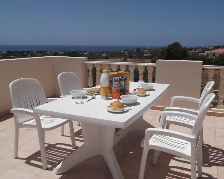 FREE WI-FI. UK TV CHANNELS. SEA VIEW. TRIP ADVISOR CERTIFICATE OF EXELLENCE 2019, vacation rental in Peyia