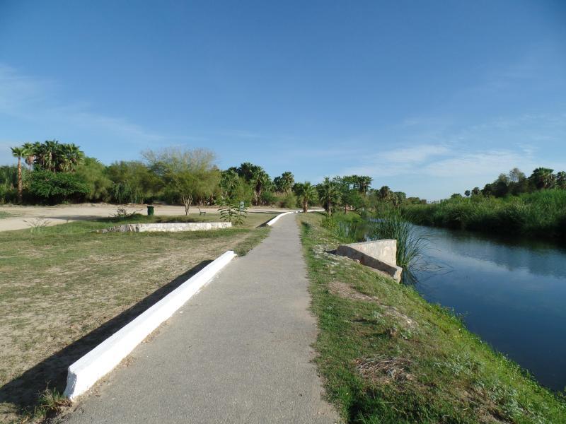 Bike & Walking path along the Estuary